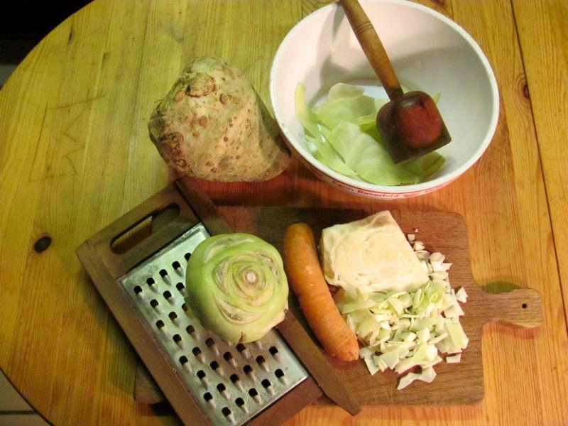 Weißkohl Sellerie Möhrensalat