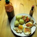 Salzkartoffeln mit Tomaten-Gurkensalat