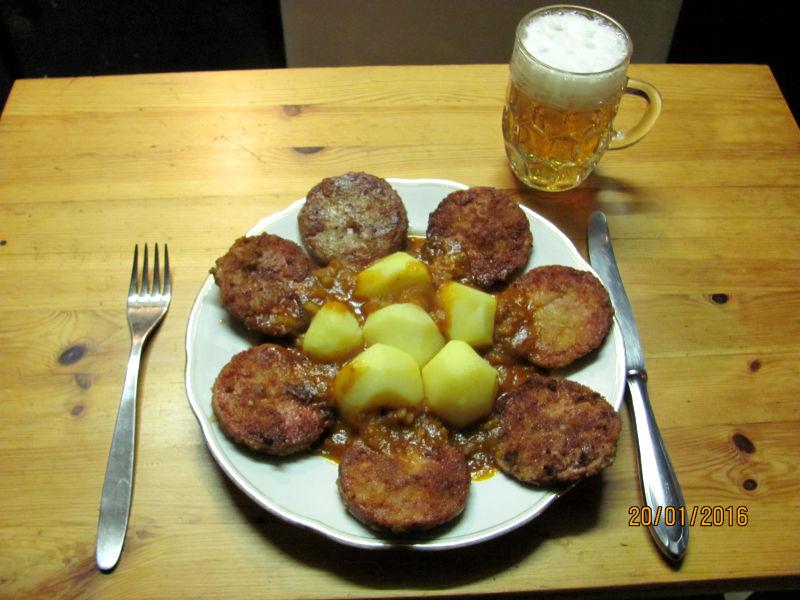 Jägerschnitzel am Kartoffeln mit Cayenne Pfeffersoße