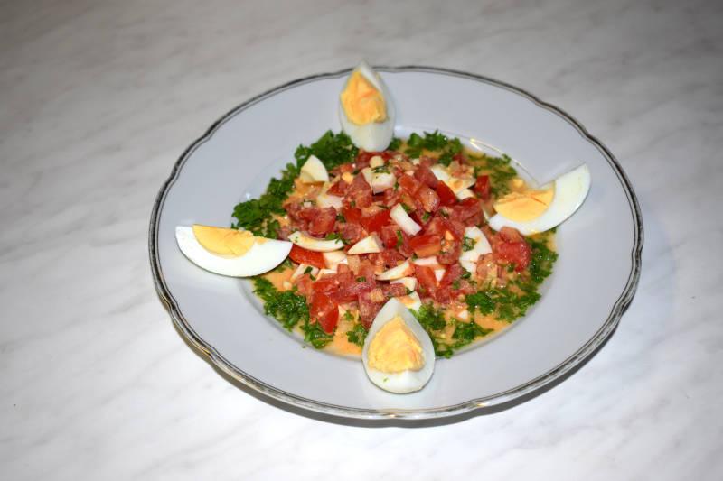 Tomaten-Eier-Salat mit Kräuter