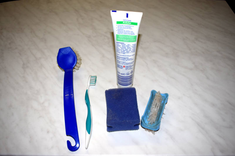 Putzen mit Zahnpasta
