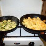 Bratkartoffeln Zucchini Chips mit Thai Curry